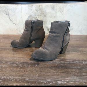 5/$20 Lexi & Abbie Ankle Boots, Size 8